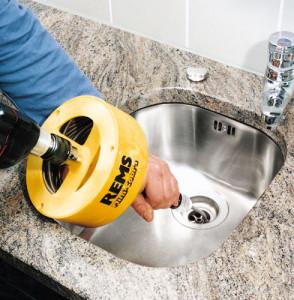 Прочистка канализационных труб механизированным способом