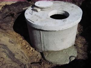 Колодец-отстойник из бетонных колец