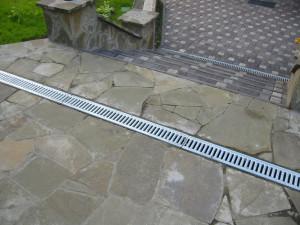 Линейная система ливневой канализации на участке