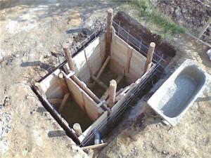 Опалубка под фундамент выгребной ямы